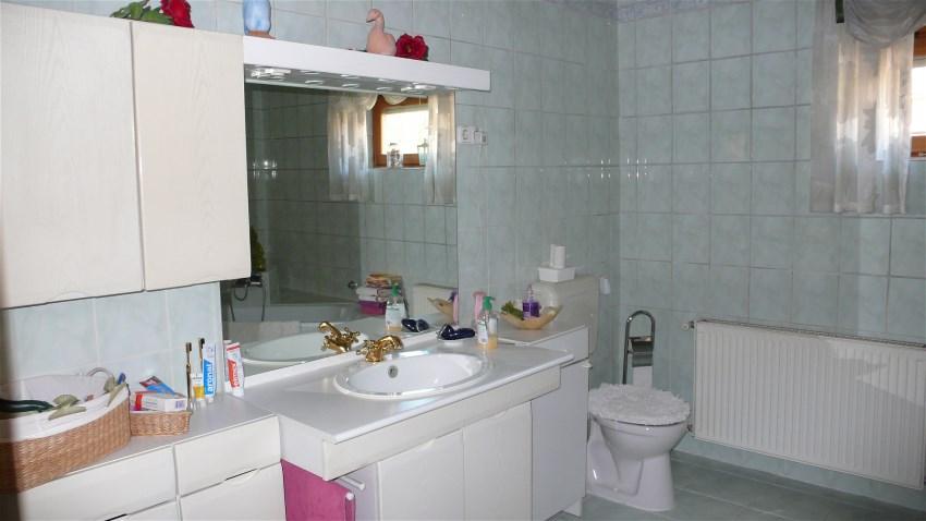 immobilien f j deutsch ihr immobilienmakler f r landshut bad1 links. Black Bedroom Furniture Sets. Home Design Ideas
